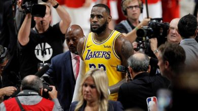 Photo of LeBron James leads Lakers past Trail Blazers for 2-1 series lead