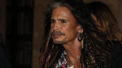 Photo of Steven Tyler is now an ordained minister, offers to do weddings