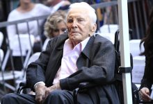 Photo of Hollywood actor Kirk Douglas dies at age 103