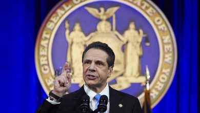 Photo of New York governor issues executive order requiring a mask in public
