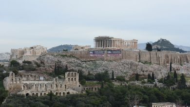 Photo of Greek protesters drape banners on Acropolis opposing Macedonia name deal