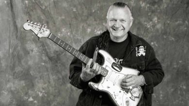 Photo of Dick Dale, pioneer of the surf guitar, dies at 81