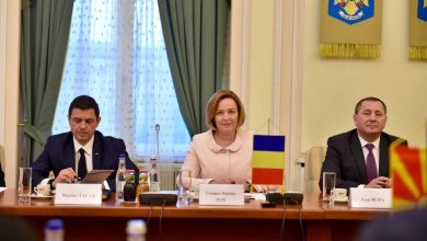 Photo of Minister Spasovski meets Romanian counterpart in Bucharest to discuss cooperation