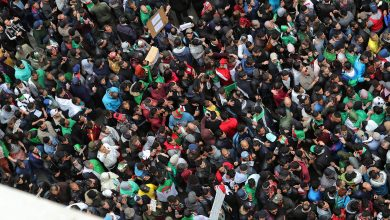 Photo of Algerians protest against Bouteflika's attempt to hang on to power