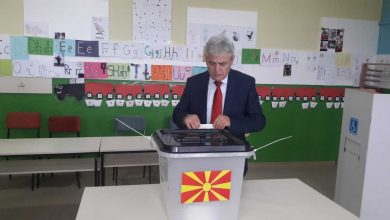 Photo of DUI leader Ali Ahmeti gives statement after voting