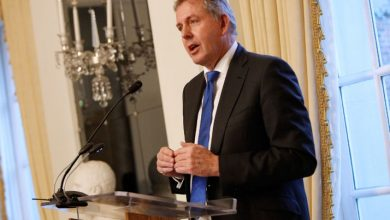 Photo of 'Bullied' British envoy to US quits after leaked Trump cables row