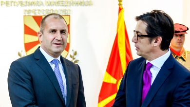 Photo of Pendarovski and Radev travel together to Rome to honor Ss. Cyril and Methodius