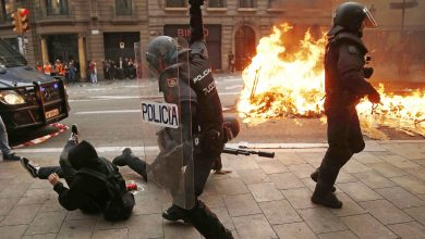 Photo of Protesters clash with police on fifth day of Catalonia protests