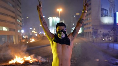 Photo of Protests heat up in Lebanon despite government dropping WhatsApp fees
