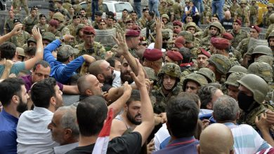 Photo of Lebanese army calls on protesters to open blocked roads