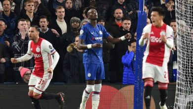 Photo of Chelsea recover to draw 4-4 with nine-man Ajax; holders Liverpool win