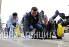 Photo of PM Zaev takes part in large clean-up action