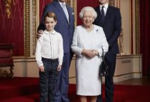Photo of New year, new portrait: Queen Elizabeth poses with heirs to throne