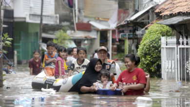 Photo of One dead, thousands of homes flooded after downpours in Jakarta