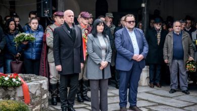 Photo of Government delegation lays flowers at Goce Delchev's grave
