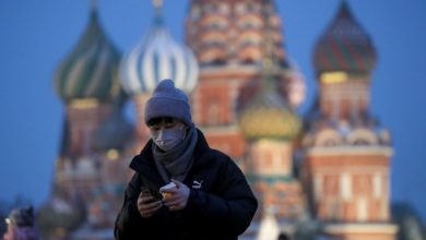 Photo of Moscow shuts shopping centres and parks to curb spread of virus
