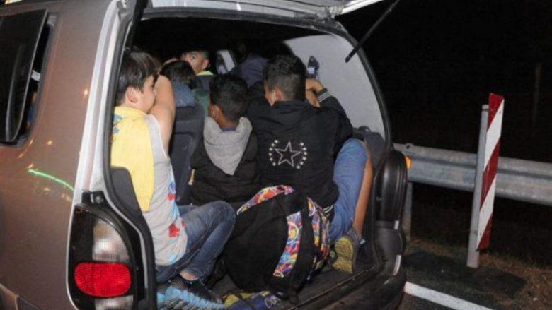 Photo of 18 migrants found in vehicle on Negotino-Gradsko road