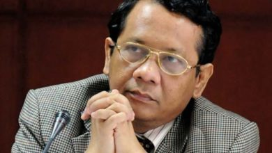 Photo of Indonesian minister under fire for comparing virus to wives