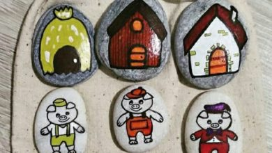 Photo of The creative kindergarten teacher who uses pebbles to tell stories to children