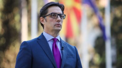 Photo of Pendarovski in consultation with legal experts on census law