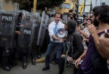 Photo of Two Guaido aides resign after alleged involvement in coup plot