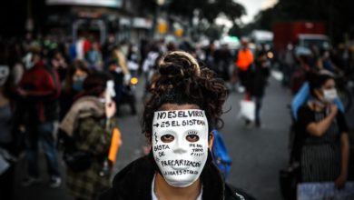 Photo of People across Argentina gather to protest against virus restrictions