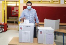 Photo of Voters not discouraged by coronavirus, turnout by noon good