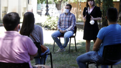 Photo of Carovska and Kaevski meet with students