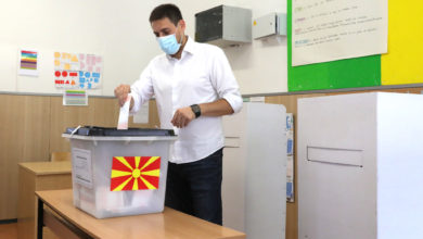 Photo of Macedonian Concept's Petar Bogojeski casts ballot