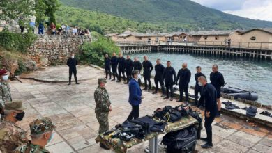 Photo of President Pendarovski visits army members at Ohrid's Water Training Center