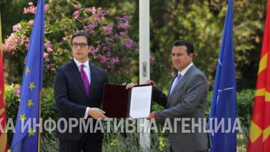 Photo of Pendarovski hands over mandate to Zaev