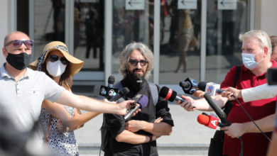 Photo of Levica leader Dimitar Apasiev speaks to members of the media