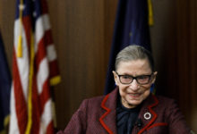 Photo of Ruth Bader Ginsburg dies aged 87, sparking battle over replacement