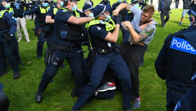 Photo of Reports: Arrests at 'unlawful' anti-lockdown protests in Melbourne