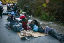 Photo of Despite sleeping on streets, migrants from Moria stuck on Lesbos