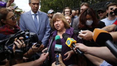 Photo of Nobel prize-winning author Svetlana Alexievich leaves Belarus for Germany