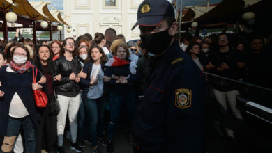 Photo of Dozens of female protesters violently detained in Belarus