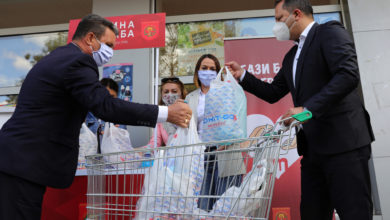 Photo of Spasovski takes part in  donation campaign