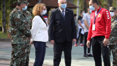 Photo of Defence Minister Shekerinska meets professional soldiers candidates
