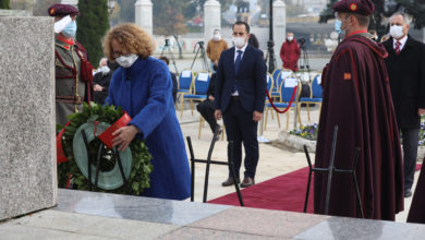 Photo of Delegations lay wreaths at the monument of the Liberators of Skopje