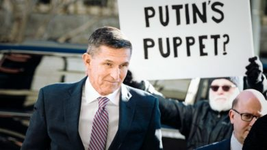 Photo of Trump pardons former national security adviser Flynn