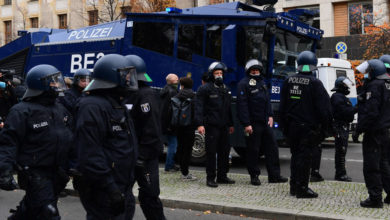 Photo of Protesters gather as German MPs to seal pandemic powers in law