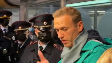 Photo of Kremlin critic Navalny sentenced to 30 days in prison in snap trial
