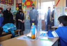 Photo of Elementary schools in Skopje's Chair municipality get COVID-19 protective screens