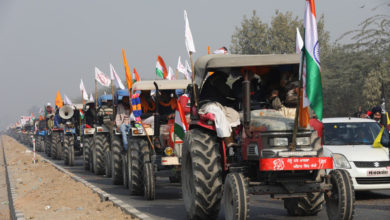Photo of Chaos as farmers break barricades to enter Delhi for tractor rally