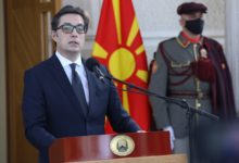 Photo of Pendarovski: Images of Macedonian citizens queuing for vaccines in Serbia an embarrassment of the country