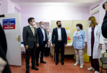 Photo of PM Zaev, Minister Filipche and Chinese Ambassador Zuo: North Macedonia has enough jabs to conduct mass vaccination