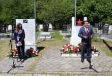 Photo of PM Zaev, Ambassador Byrnes honor U.S. pilots in Vratnica