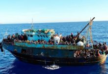 Photo of Hundreds of boat migrants arrive on Italy's Lampedusa again